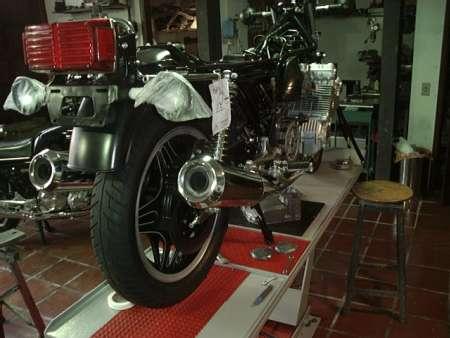 8426c9316e6 Com a moto montada começa uma série de regulagens e acertos necessários